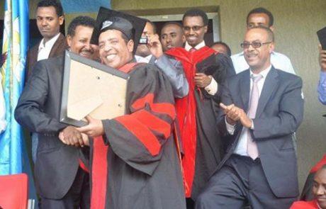 """אבבה מלסה – ד""""ר כבוד מאוניברסיטת בהר דאר"""